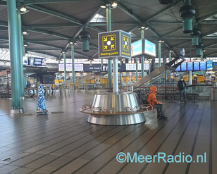 SCHIPHOL MEETING POINT LEEG cright